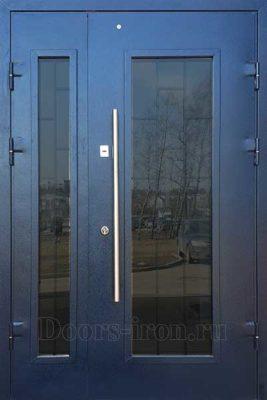 Распашная двустворчатая дверь со стеклом