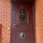 Элитная дверь для дома со стеклом ковкой львом