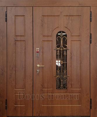 Входная полуторная дверь с ковкой и стеклопакетом