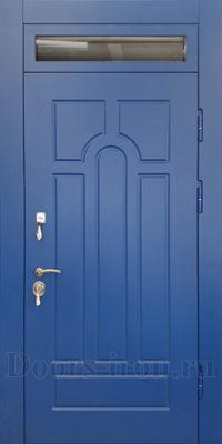 Высокая входная дверь с фрамугой