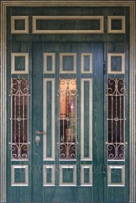 Большая парадная дверь
