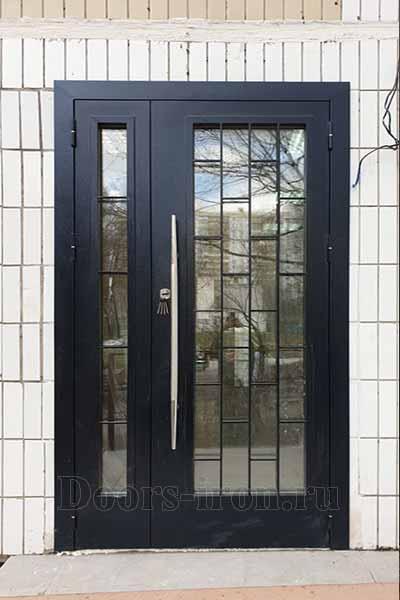 Полуторная входная дверь с зеркальным стеклопакетом