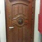 Входная дверь с отделкой массив дуба